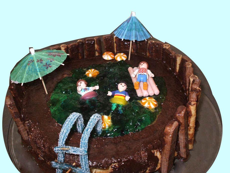 .jpg - עוגה בצורת בריכה