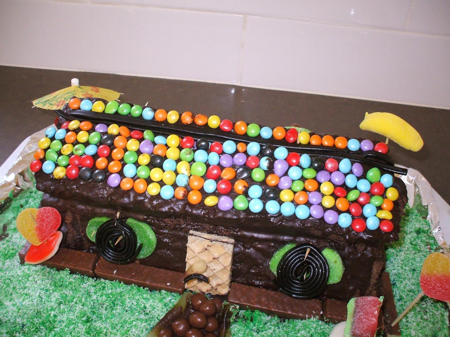 .jpg - עוגת יומולדת בצורת בית