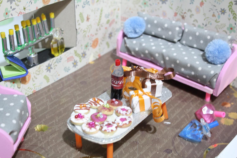IMG 5766 - מיניאטורה: ערב לביבות בסלון