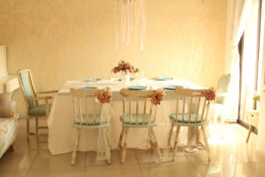IMG 8146 300x200 - חידוש כסאות לפינת אוכל בסלון