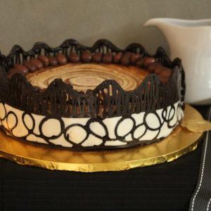 IMG 9858 300x300 - עוגת גבינה עם גדר שוקולד
