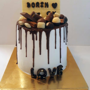20200420 150537 300x300 - עוגת יומולדת ממתקים