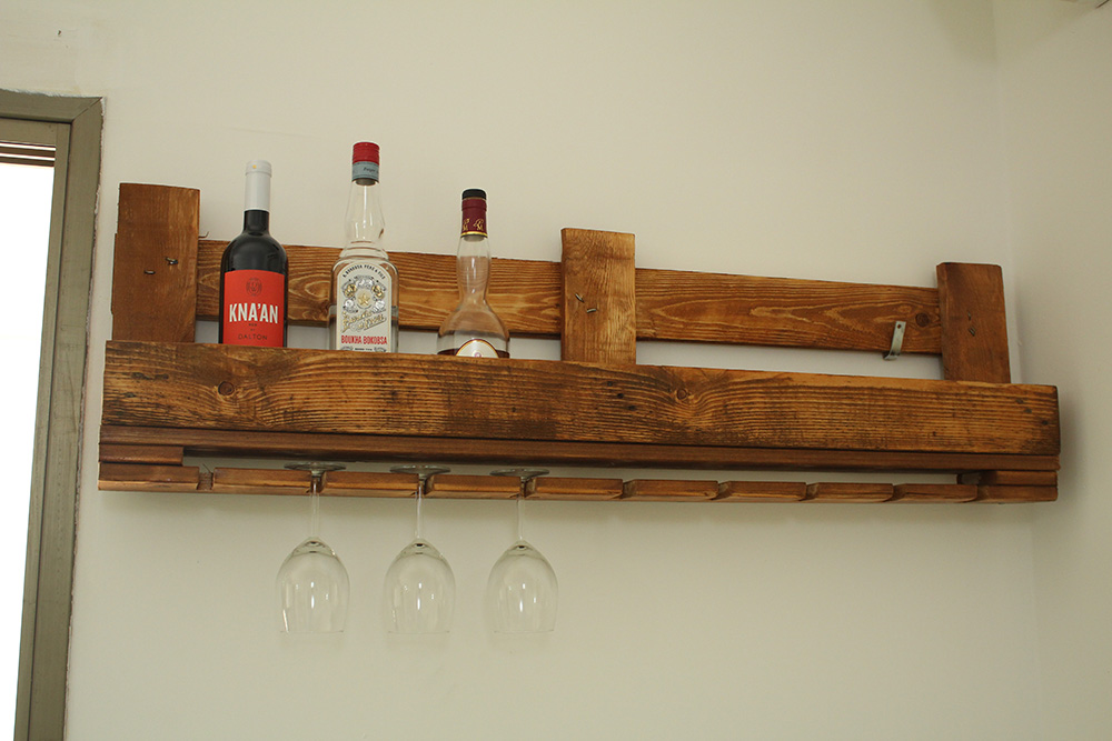 IMG 2175 - בר יין מעוצב ממשטח פריקה