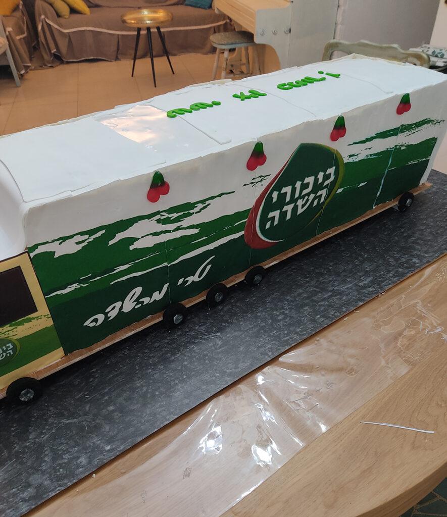 26 885x1024 - איך בונים משאית גדולה אכילה?