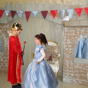 המלך עם המלכה