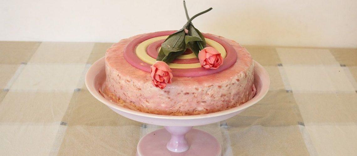 עוגת גבינה עם מוס תותים